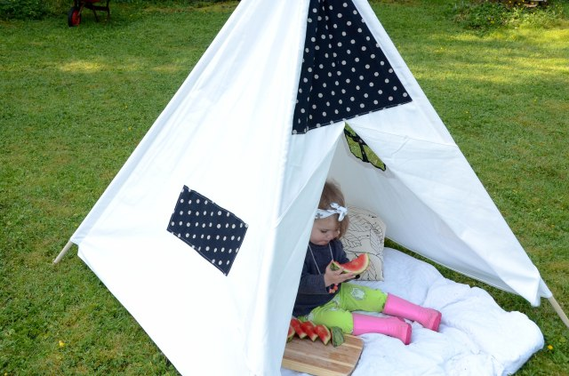 Tee pee Tot Picnic with Coral and Cloud and Fancy Frogz