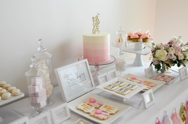 chic fete party decor - pink and gold party table
