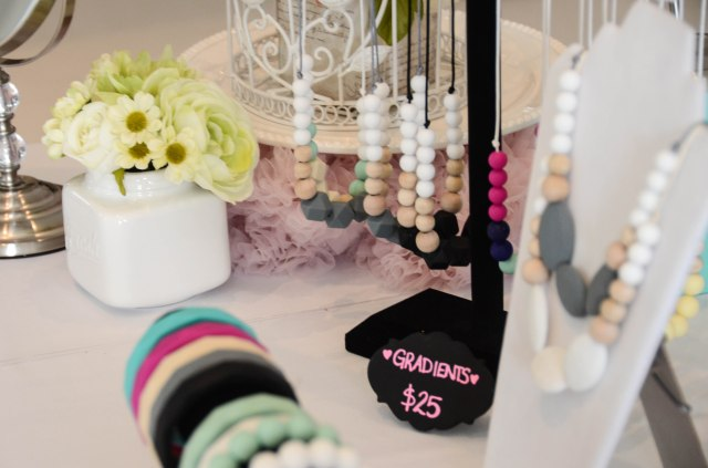Teething jewellery by glitter and spice