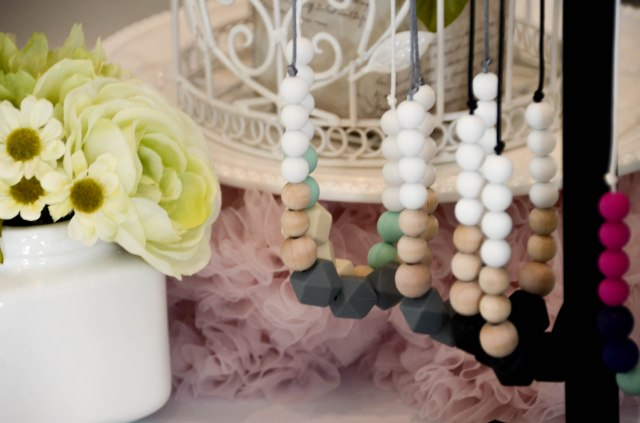 teething necklaces by glitter and spice